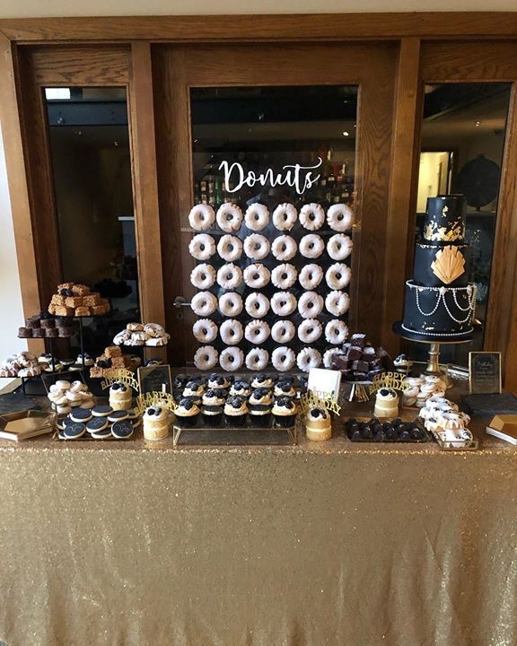 Great gatsby theme dessert table